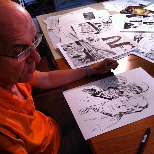 Fumettology: Giancarlo Alessandrini, creatore grafico di Martin Mystere al tavolo da disegno