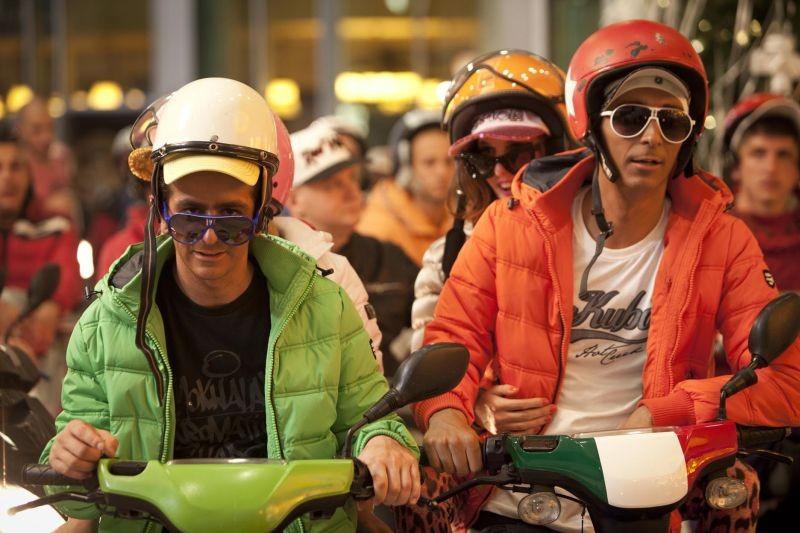 I 2 soliti idioti: Fabrizio Biggio e Francesco Mandelli in una scena del film