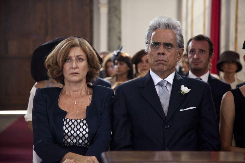 I 2 soliti idioti: Silvia Cohen e Teo Teocoli in una scena del film