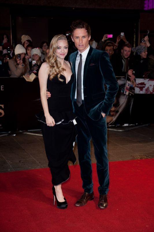 Les Misérables: Amanda Seyfried e Eddie Redmayne sul red carpet durante la premiere di Leicester Square