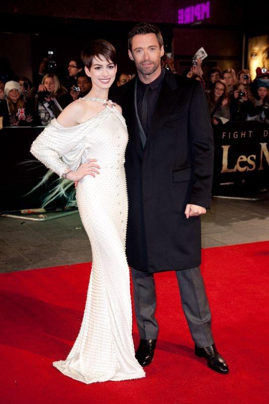 Les Misérables: Anne Hathaway insieme a Hugh Jackman sul red carpet durante la premiere di Leicester Square