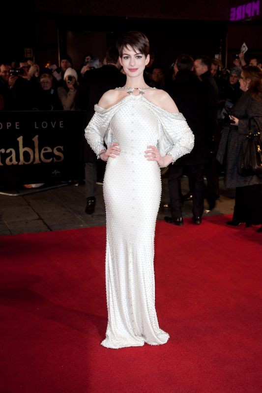 Les Misérables: Anne Hathaway sul red carpet londinese del film a Leicester Square