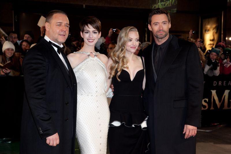 Les Misérables: Russell Crowe, Anne Hathaway, Amanda Seyfried e Hugh Jackman sul red carpet durante la premiere di Leicester Square