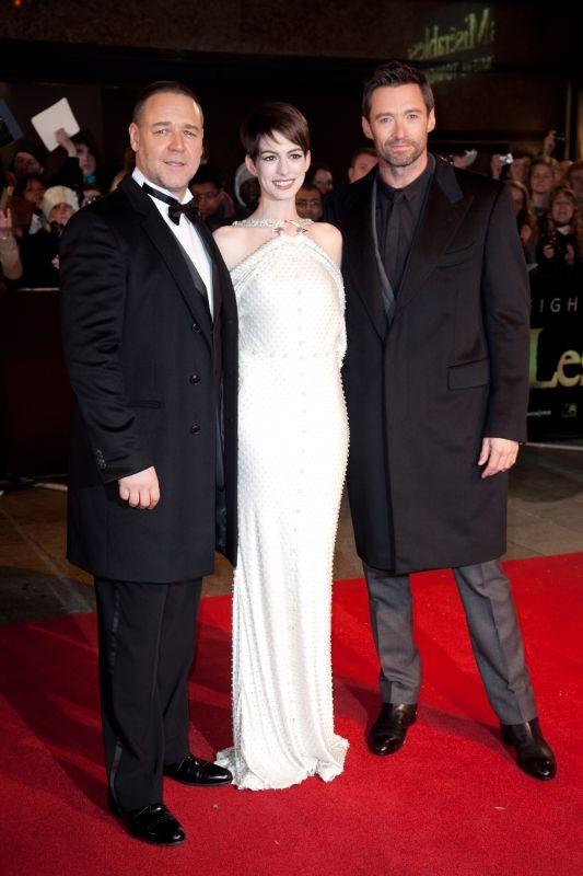 Les Misérables: Russell Crowe, Anne Hathaway e Hugh Jackman sul red carpet durante la premiere di Leicester Square