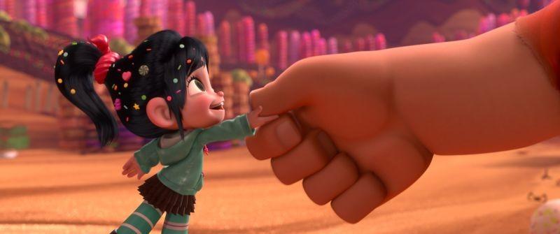 Ralph Spaccatutto: la minuscola Vanellope in una coloratissima immagine del film