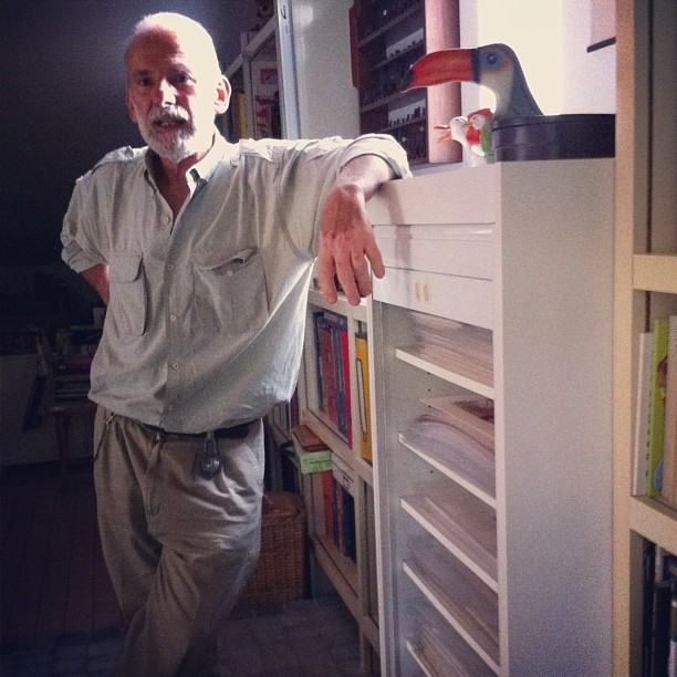 Vittorio Giardino, autore di Max Fridman, davanti alle telecamere di Fumettology