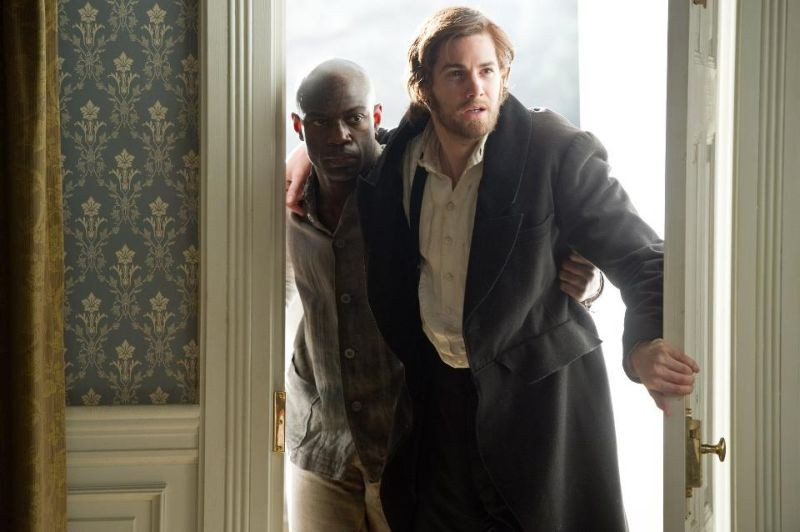 Cloud Atlas: Jim Sturgess e David Gyasi nei panni di Adam e Autua in una scena