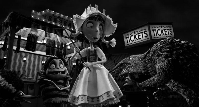 Frankenweenie: Edgar in una scena del film con Elsa Van Helsing