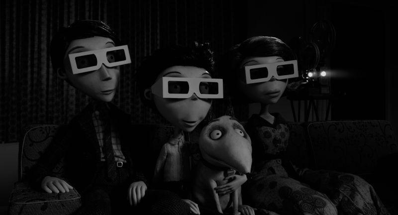 Frankenweenie: la famiglia Frankenstien guarda un film in 3D in una scena
