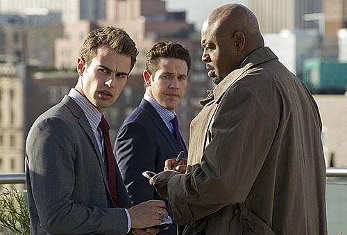 Golden Boy: una prima foto di scena della serie CBS con Theo James e Chi McBride