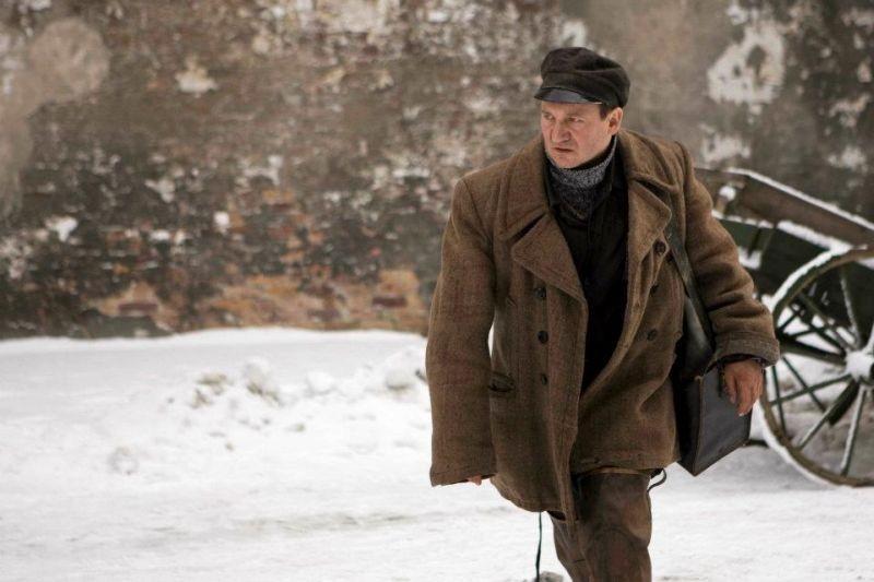 In Darkness: il protagonista del film Robert Wieckiewicz in una scena
