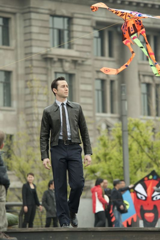 Looper: Joseph Gordon-Levitt in un momento del film