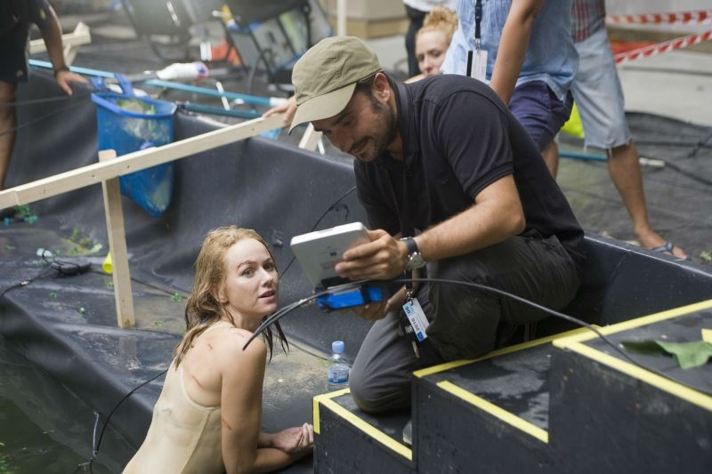 Naomi Watts sul set di The Impossible insieme al regista Juan Antonio Bayona