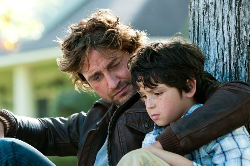 Quello che so sull'amore: Gerard Butler col piccolo Noah Lomax in una scena