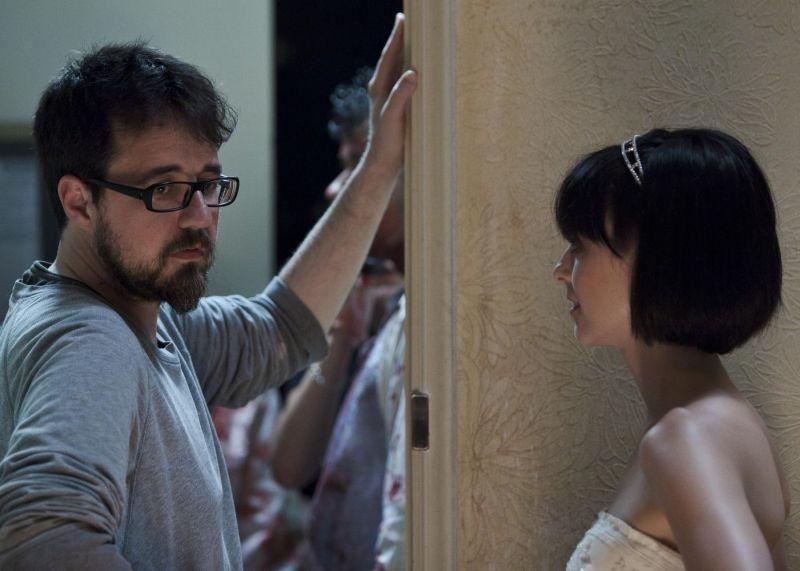 Rec 3 - La genesi: il regista Paco Plaza con la protagonista Leticia Dolera sul set
