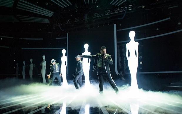 X Factor 6: Un momento dell'esibizione di Ics su Smooth Criminal nella prima finale