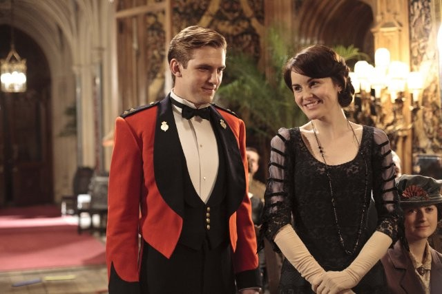 Downton Abbey: Dan Stevens e Michelle Dockery in una scena della serie