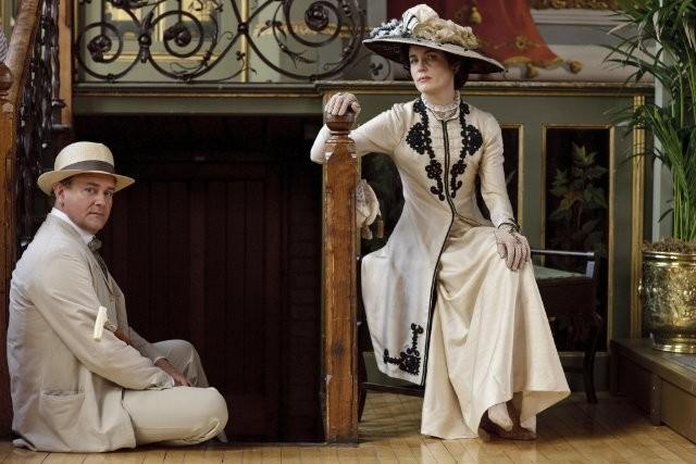 Downton Abbey: Elizabeth McGovern ed Hugh Bonneville in una foto promozionale della serie