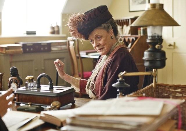 Downton Abbey: Maggie Smith in una scena della serie