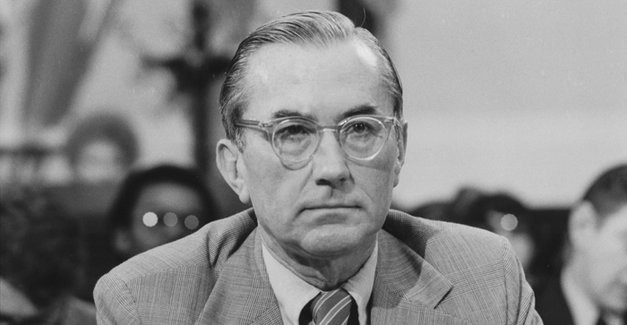 THE MAN NOBODY KNEW: In Search of My Father, CIA Spymaster William Colby - Un primo piano di William Colby