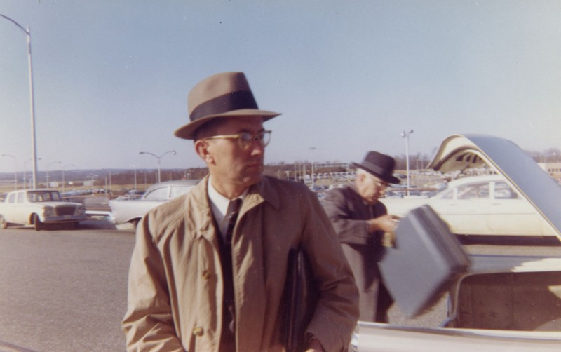 THE MAN NOBODY KNEW: In Search of My Father, CIA Spymaster William Colby - William Colby e il padre all'aeroporto di Wahsington