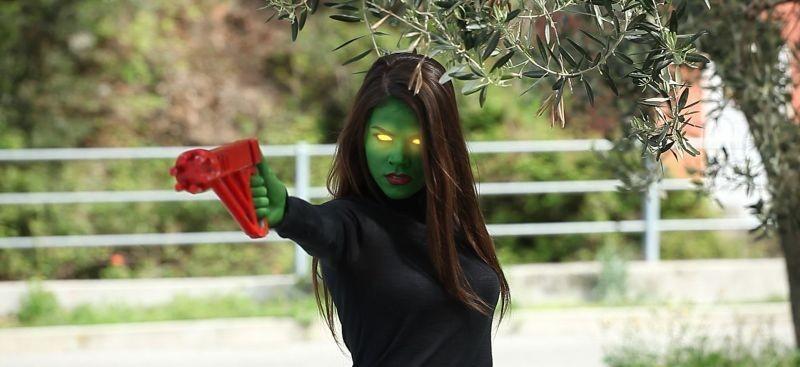 12 12 12: Ilaria Marano in una scena extraterrestre del film