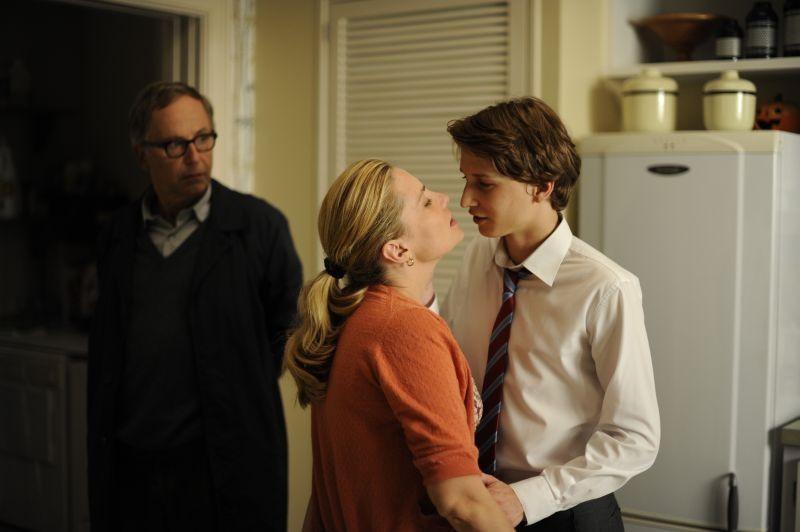 Emmanuelle Seigner con Ernst Umhauer e Fabrice Luchini in una scena di Dans la Maison