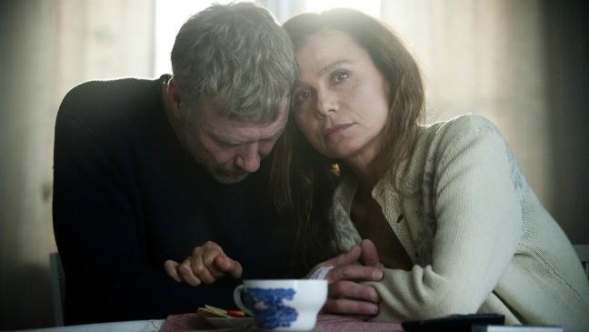 L'ipnotista: Mikael Persbrandt e Lena Olin in una drammatica scena