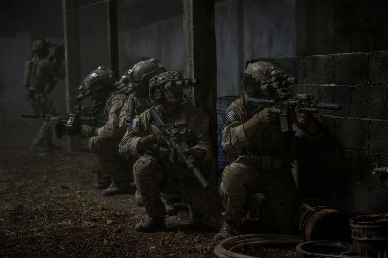 Operazione Zero Dark Thirty: marines pronti ad entrare in azione in una scena