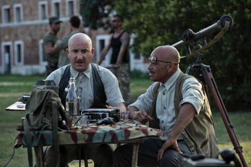 Tutto tutto niente niente: Antonio Albanese e Noki Novara in una scena del film