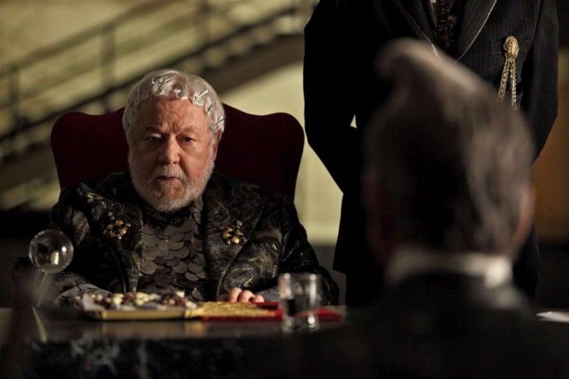 Tutto tutto niente niente: Paolo Villaggio nei panni del Presidente del Consiglio in una scena del film