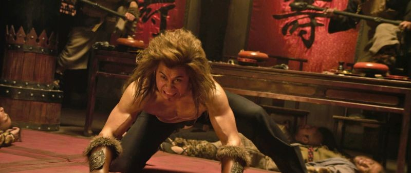 L'uomo con i pugni di ferro: Cung Le in una scena del film