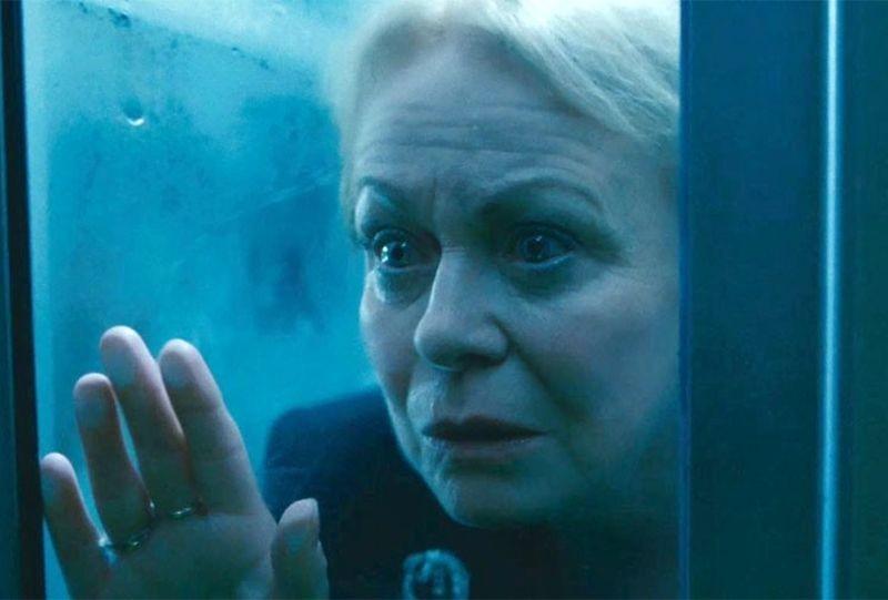 Stoker: Jacki Weaver in un'inquietante scena del film