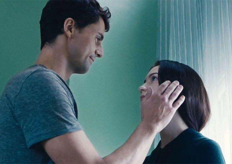 Stoker: Mia Wasikowska e Matthew Goode in una tenera scena del film