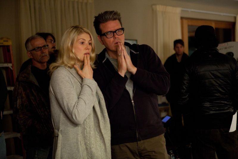 Jack Reacher - La prova decisiva: Rosamund Pike insieme al regista Christopher McQuarrie sul set