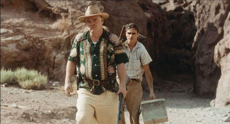 The Master: Joaquin Phoenix insieme a Philip Seymour Hoffman in una scena del film
