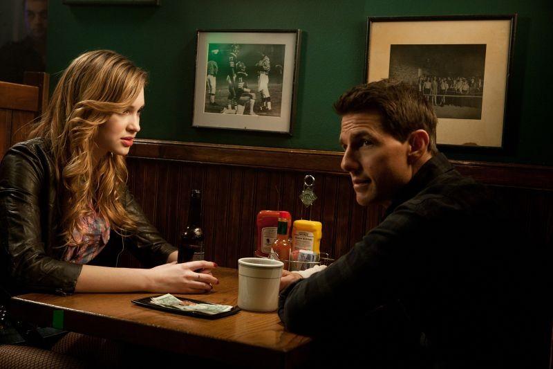 Tom Cruise e Alexia Fast in una scena di Jack Reacher - La prova decisiva