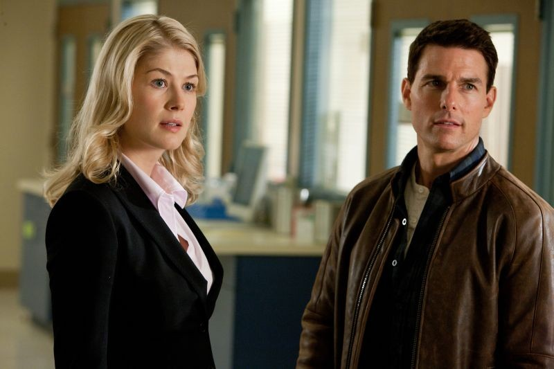 Tom Cruise e Rosamund Pike in una scena di Jack Reacher - La prova decisiva