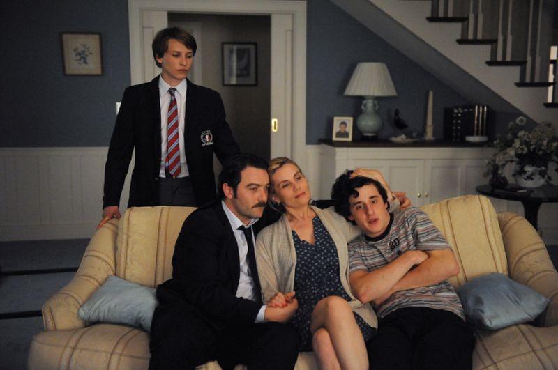 Emmanuelle Seigner con Bastien Ughetto, Denis Ménochet e Ernst Umhauer in una scena di Dans la Maison