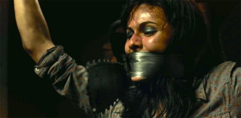 Non aprite quella porta 3D: Alexandra Daddario torturata da Leatherface in una scena