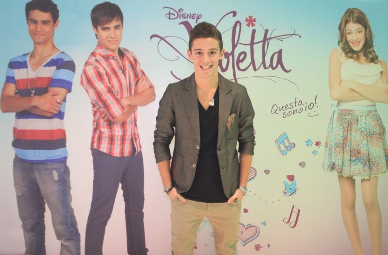 Ruggero Pasquarelli in una immagine promo per Violetta