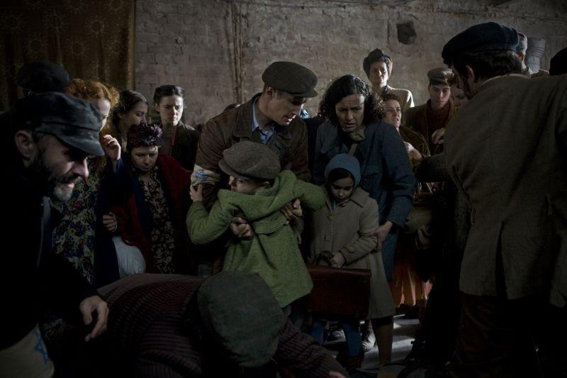 In Darkness: Maria Schrader in una drammatica scena con Benno Fürmann
