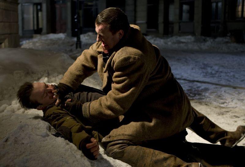 In Darkness: Robert Wieckiewicz in una scena insieme a Krzysztof Skonieczny