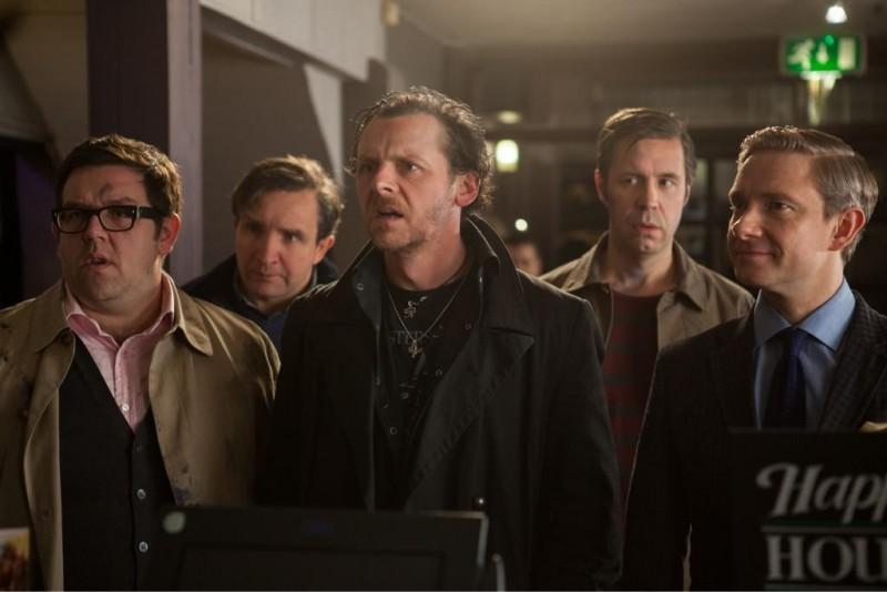 The World's End: Simon Pegg, Nick Frost, Martin Freeman, Paddy Considine e Eddie Marsan in una scena del film