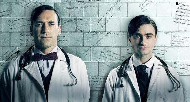 A Young Doctor's Notebook: Jon Hamm e Daniel Radcliffe in una foto promozionale della serie