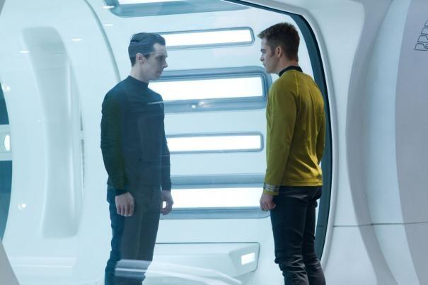 Benedict Cumberbatch e Chris Pine a confronto in una scena di Star Trek Into Darkness