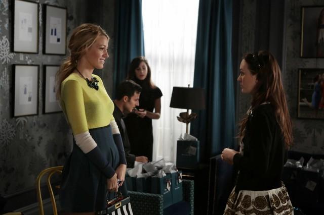 Gossip Girl: Blake Lively e Leighton Meester in una scena dell'episodio Save the Last Chance