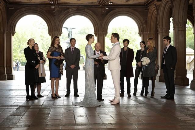 Gossip Girl: Leighton Meester e Ed Westwick in un momento del finale New York, I Love You XOXO