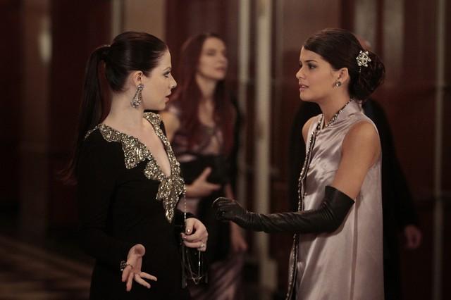 Gossip Girl: Michelle Trachtenberg e Sofia Black-D'Elia nell'episodio Monstrous Ball