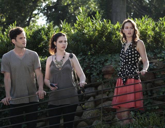 Gossip Girl: Penn Badgley, Michelle Trachtenberg e Leighton Meester una scena dell'episodio Gone Maybe Gone
